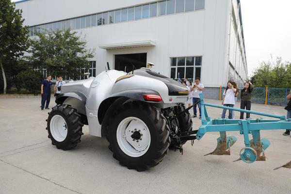 中國首臺5G+氫燃料電動拖拉機,開工啦!